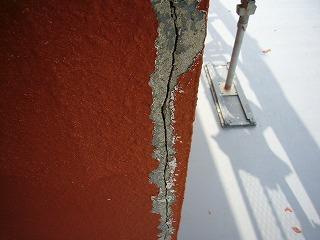 棟屋壁面の亀裂