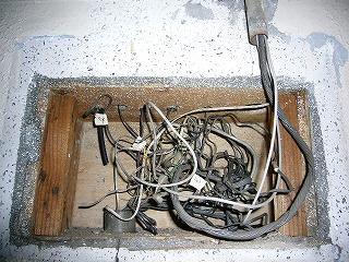 改修前電話配線ボックス