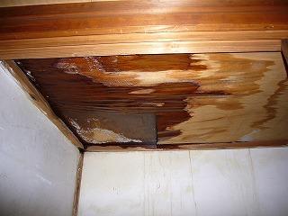 旧Dタイプ押入れの雨漏り