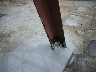 改修前屋上柵の付け根
